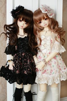 ✿• ' bjd ' ~ ' ball jointed doll ' •✿ twin dolls. . .matching outfits. . .pretty dresses. . .floral. . .ribbons. . .knee socks. . .jewelry. . .miniature. . .cute. . .kawaii