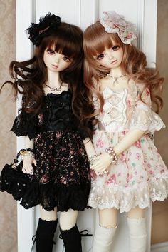 ✿• ' bjd ' ~ ' ball jointed doll ' •✿ twin dolls. . .matching outfits. . .pretty dresses. . .floral. . .ribbons. . .knee socks. . .jewelry. . .miniature. . .cute. . .kawaii