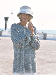 Free knitting patterns and crochet patterns by DROPS Design Sweater Knitting Patterns, Knitting Stitches, Free Knitting, Crochet Patterns, Finger Knitting, Scarf Patterns, Knitting Machine, Drops Patterns, Knitting Sweaters