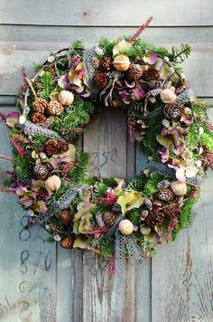 What a gorgeous Fall wreath Christmas Arrangements, Flower Arrangements, Christmas Decorations, Wreaths And Garlands, Door Wreaths, Floral Wreaths, Autumn Wreaths, Holiday Wreaths, Spring Wreaths