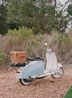 Retro Scooter, Lambretta Scooter, Scooter Girl, Vespa Scooters, Dirt Bike Girl, Girl Motorcycle, Motorcycle Quotes, Retro Cars, Vintage Cars