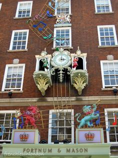 L'horloge musicale de Fortum and Mason - Don't forget the bottom floor + Be sure to catch the clock outside the shop on the hour and half hour when Mr. Fortnum and Mr. Mason come out to bow to each other. Stilton Cheese, London With Kids, Moving To England, London Winter, Fortnum And Mason, British Invasion, Wonderful Places, Amazing Places, London Calling