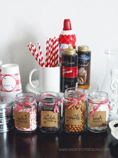 Hot Chocolate Bar + Printables - - With the cooler weather upon us and family in town the week of Thanksgiving, I thought it would be fun to create a Hot Chocolate Bar during their visit. My kids and I love hot chocolate, so this wa…. Hot Chocolate Party, Cocoa Party, Christmas Hot Chocolate, Homemade Hot Chocolate, Hot Chocolate Recipes, Hot Chocolate Recipe With Chocolate Bar, Chocolate Gifts, Homemade Food, Diy Food
