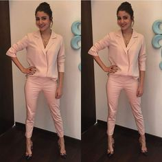 @bollywoodstylefile - Double Tap for Gorgeous Anushka Sharma as she looks stunning in Pink outfit @BOLLYWOODSTYLEFILE 💕💕💕! .....Outfit by ~@hm High heels ~ @louboutinworld Styled by ~ @lakshmilehr Hairstyle by ~ @georgiougabriel Makeup by ~@puneetbsaini #anushkasharma #pink#Styling #lakshmilehr #bollywood #stylefile #instantbollywood #india  #celebrityfashion #fashion #celebritystyle #celebfashion #bollywoodstyle #style #fashionblogger #suit #styleoftheday #stylegram @BOLLYWOODSTYLEFILE…