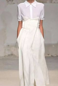 Funky Fashion To Couture, Our Tips And Tricks Are Tops – Designer Fashion Tips Fashion Details, Look Fashion, Fashion Show, Womens Fashion, Fashion Design, Fashion Trends, Fall Fashion, Minimal Fashion, White Fashion