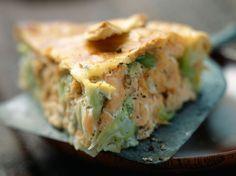 Découvrez la recette Tourte saumon poireau sur cuisineactuelle.fr.