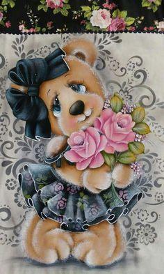 Ursinha com rosas