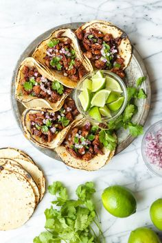 taco recipes Mexican Street Tacos - Easy, quick, authentic carne asada street tacos you can now make right at home! Top with onion, cilantro + fresh lime juice! Beef Recipes, Mexican Food Recipes, Dinner Recipes, Cooking Recipes, Healthy Recipes, Damn Delicious Recipes, Carne Picada Recipes, Carne Asada Recipes Easy, Healthy Tacos