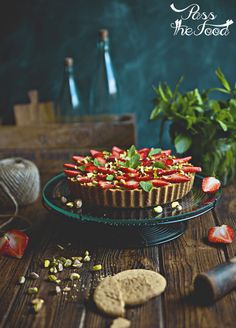 Pass the Food: pistachio tart with strawberries