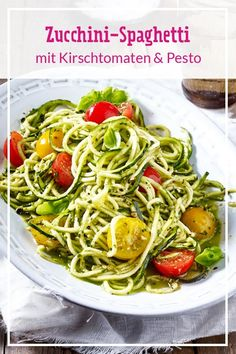 Zucchini pasta with cherry tomatoes and pesto - recipes Healthy Meals For One, Healthy Crockpot Recipes, Healthy Eating Recipes, Zucchini Spagetti, Spaghetti Squash Recipes, Cherry Tomato Pasta, Cherry Tomatoes, Ground Beef Recipes, Italian Recipes