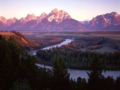The Grand Tetons & the Snake River - Grand Teton National Park, Wyoming, U. Grand Teton National Park, Yellowstone National Park, National Parks, Beautiful Places To Visit, Oh The Places You'll Go, Amazing Places, Purple Mountain Majesty, Park Pictures, Oregon Trail