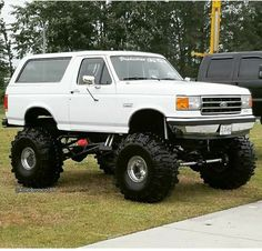 This is a Beast! 1979 Ford Bronco, Bronco Truck, Jeep Truck, Old Ford Pickups, Ford 4x4, Ford Pickup Trucks, Lifted Cars, Lifted Dually, Arte Lowrider