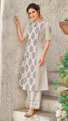 Buy this elegant Cream With Blue Block Print, Angraka Maxi Handloom Cotton Kurti from our online collection of trendy Indian ethnic fashion wears. Simple Kurta Designs, New Kurti Designs, Churidar Designs, Stylish Dress Designs, Kurta Designs Women, Kurti Designs Party Wear, Stylish Dress Book, Indian Fashion Dresses, Dress Indian Style