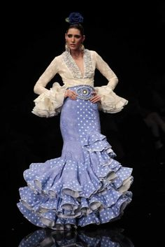 vestidos flamenca - Buscar con Google Tall Girl Fashion, Dance Fashion, Purple Fashion, Fashion Dresses, Flamenco Costume, Spanish Dress, Plus Size Fashionista, Spanish Fashion, Ethnic Dress