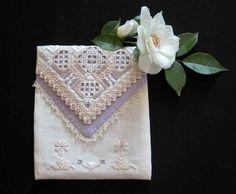 My hardanger envelope pocket from a design by Mamen. http://fils-aiguilles-passion.blogspot.fr/2014/03/hardanger-mamen.html