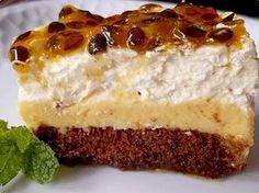 Oi gente!!!   Esta torta pavê combina bolo de chocolate, mousse de maracujá e chantilly... delícia!      Ingredientes   1 bolo pronto sabor ...