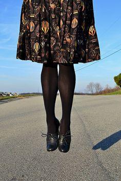 Vintage Hot Air Balloon skirt, worn by StoriesReadAloud