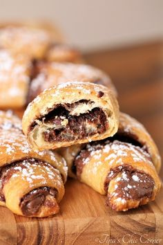 Nutella Crescent Rolls Tina s Chic Corner Nutella Crescent Rolls, Nutella Rolls, Nutella Cupcakes, Nutella Cookies, Crossant Recipes, Nutella Croissant, Desserts With Chocolate Chips, Pillsbury Recipes, Crescent Roll Recipes