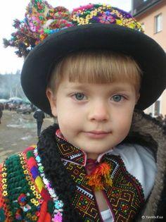 Я — малий собі гуцулик із гірського Ясіня. Мабуть, ви про мене чули, бо співаю я щодня:  — Гей, гей,дана, дана, Верховино мальована! ,Ukraine, from Iryna