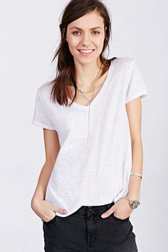 BDG Solid V-Neck Tee - Urban Outfitters
