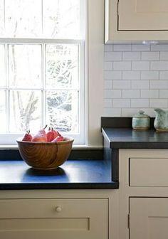 47 ideas for farmhouse kitchen window soapstone countertops Cozy Kitchen, New Kitchen, Kitchen Dining, Kitchen Decor, Kitchen Centerpiece, Cheap Kitchen, Centerpiece Ideas, Design Kitchen, Kitchen Countertops