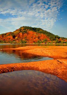 #Vue à couper le souffle au #Lac de #Salagou. On se croirait en #Australie…