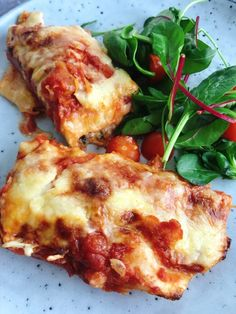 Enchiladas med kyckling, bacon och spenat - Lindas Matstuga Chicken Enchiladas, Vegan Recipes, Vegan Food, Food For Thought, Lasagna, Food Inspiration, Food To Make, Recipies, Good Food