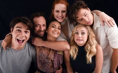Download imagens Riverdale, 2017, Betty Cooper, Fred Andrews, Luke Perry, Cole Sprouse, Jughead Jones, Archie Andrews, Camila Mendes, Veronica Lodge, Madelaine Petsch, Lili Reinhart, Cheryl Flor