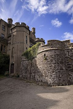 Scotland Dunvegan Castle!!! Bebe'!!! Lovely old moss covered castle!!!