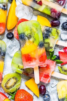 These homemade rainbow fruit popsicles are the perfect fruity addition to your summer. Super simple to make with just chopped fresh fruit and lemonade! Your whole family is sure to love them! Best Summer Desserts, Best Dessert Recipes, Summer Recipes, Appetizer Recipes, Frozen Desserts, Frozen Treats, Fun Desserts, Delicious Desserts, White Cranberry Juice
