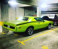 Garage find #mopar #moparornocar #moparmadness #hemi #dodge #charger #chargerrt #morninautos #soloparking #chivera (at Los Dos Caminos, Caracas.)
