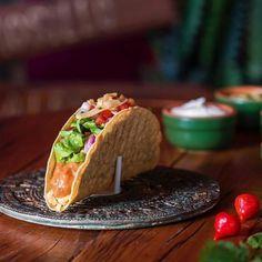 Que tal apostar em tacos para receber amigos em casa? Além de ser prático e gostoso você pode combinar com outras entradinhas ou com pratos mexicanos assim como o Ale Guerra do Cuecas na Cozinha fez.