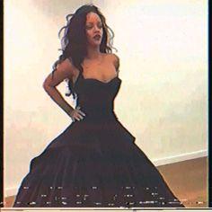 Rihanna Baby, Best Of Rihanna, Rihanna And Drake, Mode Rihanna, Rihanna Looks, Rihanna Outfits, Rihanna Riri, Rihanna Style, Black Girl Aesthetic