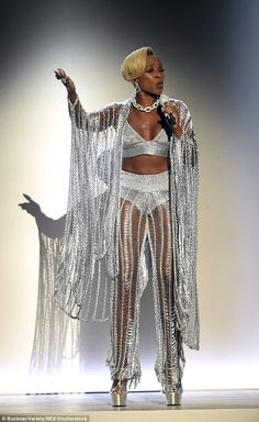 Putting heartbreak behind her: Mary J. Blige looked simply sensational as she took the stage at the BET Awards in Los Angeles on Sunday night Beautiful Black Women, Amazing Women, Beautiful People, Mary J Blige, Bet Awards, Awards 2017, Hip Hop And R&b, Celebrity Look, Celebrity Couples
