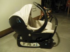 Je loue un cosy de marque bébé confort avec sa base.