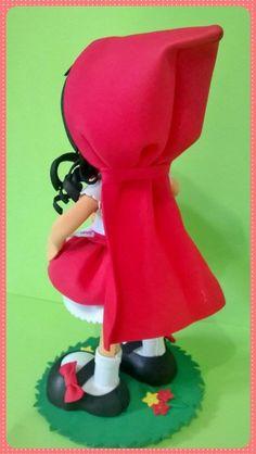 Chapeuzinho vermelho está indo novamente visitar a vovó, será que ela encontrará o lobo mau?