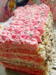 Tort urodzinowy dla księżniczki - piękny efektowny. Jeśli masz zdolności możesz zrobić samemu według sprawdzonego przepisu. Albo poprosić wprawione ręce 😃