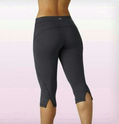 MARIKA CURVE SEAM CAPRI LEGGINGS IN CARBON SIZE LARGE - M521801 $55.00 VALUE!