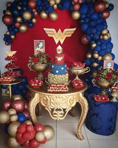 Mini Table para uma mulher maravilhosa, com o tema Wonder Woman! Wonder Woman Kuchen, Wonder Woman Cake, Wonder Woman Birthday, Wonder Woman Party, Birthday Woman, Superhero Birthday Party, 40th Birthday Parties, Birthday Party Decorations, Surprise Birthday
