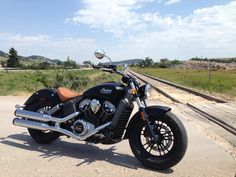 This is a mean lookin Bike! But it sure looks Pretty:D 2015 Indian Scout | Hot Bike