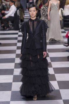 The complete Christian Dior Spring 2018 Couture fashion show now on Vogue Runway. Dior Haute Couture, Christian Dior Couture, Christian Dior Designer, Style Couture, Couture Outfits, Couture Dresses, Fashion Outfits, Collection Couture, Fashion Show Collection