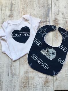 6190c6822 Cowboys Baby - Dallas Cowboys Gift Set - Cowboys Baby Outfit - Bib and  Bodysuit Set - Newborn Gift - Baby Girl Shirt - Cowboys Tee by  BrikayDesigns on Etsy