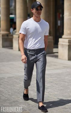 See the latest men's street style photography at FashionBeans. Browse through our street style gallery today - updated weekly. Men With Street Style, Men Street, Mode Masculine, Book Modelo, Fashion Moda, Mens Fashion, Stylish Men, Men Casual, Casual Outfits