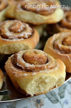 Najlepsze bułeczki z cynamonem. Cinnamon rolls - niebo na talerzu Cinammon Rolls, Polish Recipes, Rolls Recipe, Doughnut, Catering, Biscuits, Good Food, Food And Drink, Sweets