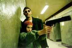 Léon - Publicity still of Natalie Portman & Jean Reno