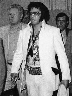 Elvis Presley and Vernon c. 1972 ❤️