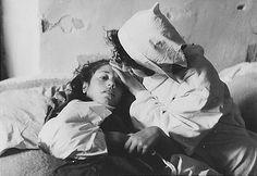 Miliciana herida en La Guerra Civil Española (1936-1939).
