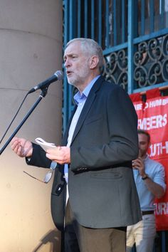 Hero worship for Jeremy Corbyn as thousands turn up at Sheffield rally - Mirror…