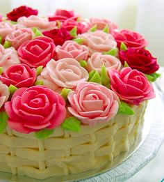 rose garden cake with basket weave