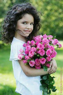 Flowers are God 's Way of Smiling Beautiful Little Girls, Cute Little Girls, Beautiful Children, Beautiful Babies, Cute Kids, Beautiful Flowers, Cute Babies, Girls With Flowers, Flowers For You